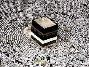 Hajj - muçulmanos prostrados diante da Kaaba